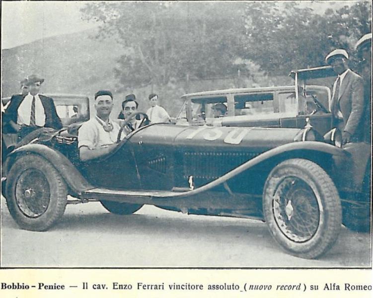 Enzo Ferrari durante una corsa